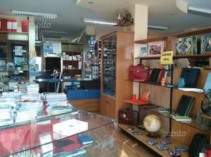 Arredamento per negozi usato a euro bari posot class for Negozi arredamento bari