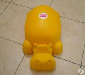 """Vasino color giallo a forma di ippopotamo con """"coperchio"""""""