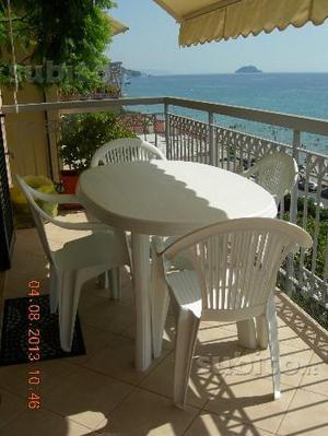 Tavolo ovale con 4 sedie