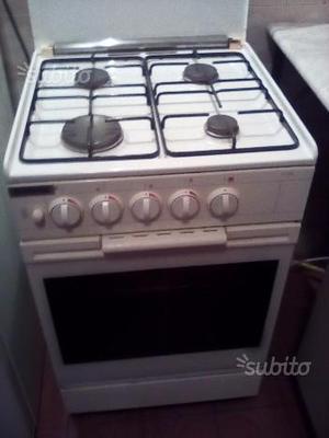 Cucina a 4 fuochi di Gaz e forno a gaz