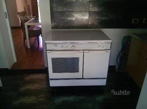Cucina quattro fuochi e forno a gas