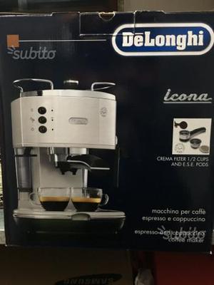 Macchinetta per caffè e cappuccio