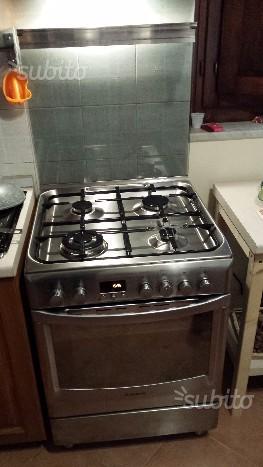 Cucina a gas a in acciaio inox 4 fuochi forno posot class - Cucina a gas ariston ...