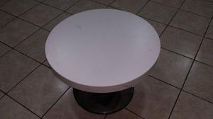 Vendo tavolinetto in legno bianco e metallo ad E. 40