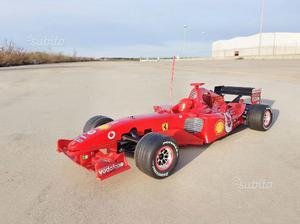 Ferrari F motore a scoppio 1:8