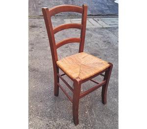 Sedie in legno con seduta in paglia