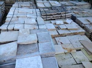 Basolato e gradini in pietra da recupero
