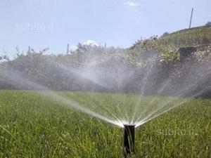 Impianto di irrigazione a pioggia per giardino