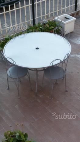 Tavolo grande e sedie in ferro battuto
