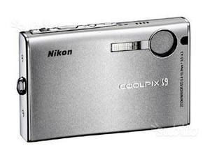 NIKON coolpix S9 completa di due batterie e acc