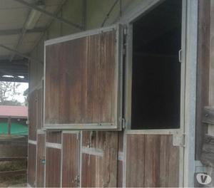 Box cavalli ditta rinco usati posot class for Box cavalli usati vendo