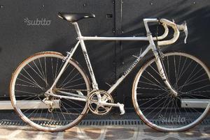 Bicicletta da corsa vintage in alluminio