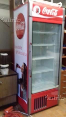 frigo vetrina verticale coca cola usato posot class. Black Bedroom Furniture Sets. Home Design Ideas