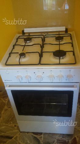 Cucina lofra forno e piano cottura a 4 fornelli posot class - Fornelli cucina ...