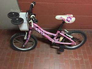Bicicletta bambina rosa con fiori