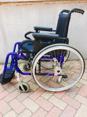 Carrozzina pieghevole leggera posot class for Sedia a rotelle ruote piccole