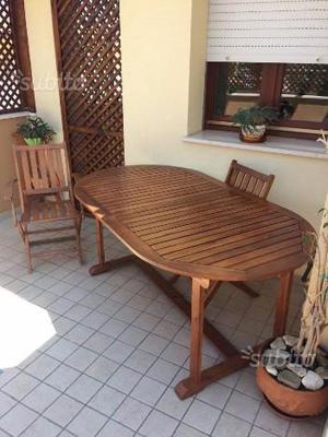 Tavolo in legno d'acacia e 4 sedie