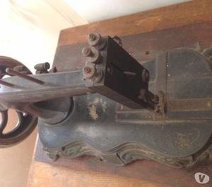 antica macchina cucire Singer con mobiletto