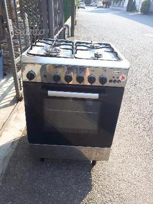 Cucina inox 4 fuochi con forno a gas