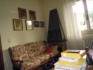 Arredamenti per taverna divano in legno posot class for Abitare arredamenti giugliano
