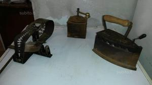 Macinacaffe e ferro da stiro antico