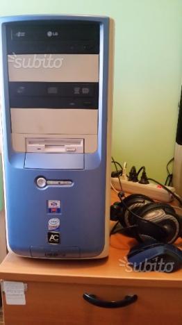 Computer desktop con monitor