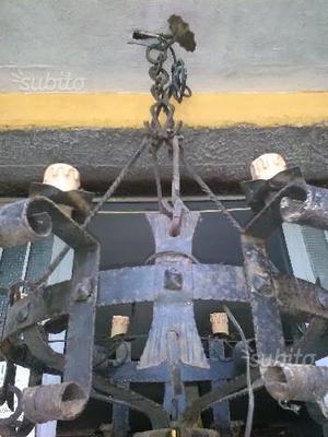 Lampadario in ferro battuto a 8 luci