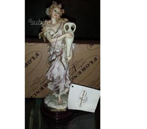 Statua fine ceramica con piedistallo in legno