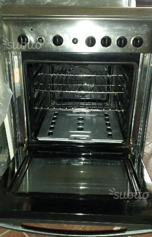 Cucina con forno a gas ariston c647g posot class - Cucina a gas ariston ...