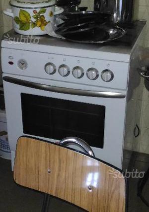 Cucina a gas con forno elettrico perfetta
