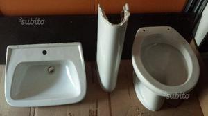 Lavabo con colonna e wc scarico a parete