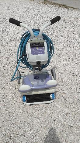 Robot pulitore automatico per piscina posot class for Riparare piscina