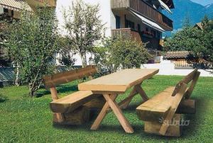 Tavoli in legno massello da esterno