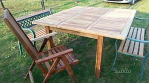 Tavolo da giardino con panchine