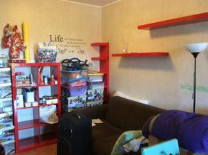 Causa trasloco all'estero vendo mobili rosso Ikea