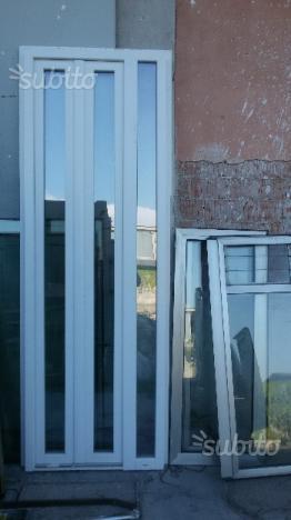 Vendo finestre e porte finestre pvc milano posot class for Finestre pvc usate