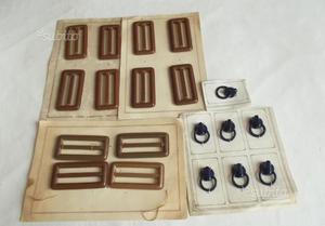 Stock di 19 fibbie in pelle e plastica (vintage)