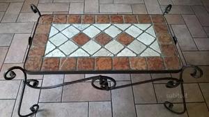 Tavolo da salotto in ferro battuto e mosaico