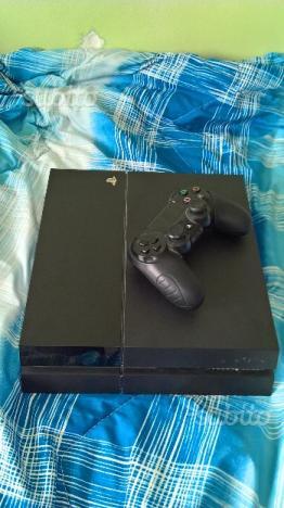 Playstation 4 1TB con 4 joystick e giochi