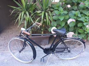 Vecchia bici con freni a bacchetta