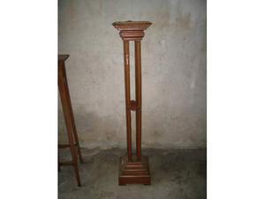 Colonna in legno antica