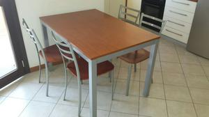 Tavolo da cucina e n. 4 sedie