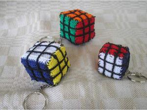 Portachiavi cubo di rubik ad uncinetto