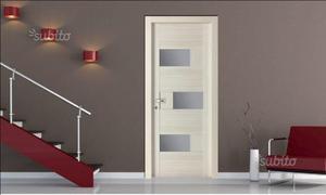 Porte a vetri con telaio e coprifili in legno