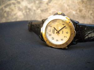 Timex Indiglo orologio originale cassa nera ghiera dorata