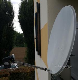 Antenna sky con staffa ed Illuminatore HD