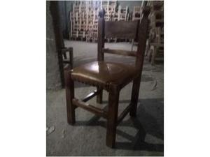 4 sedie in massello con seduta in pelle