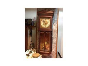 Antico orologio a pendolo in legno di rovere