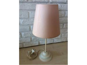 Lampada da tavolo base metallo color panna, paralume tessuto