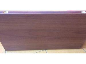 Quattro mensole in legno e staffe per mensole